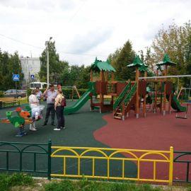 Детская площадка  у СОШ N 20 и МДОУ N 73 на территории пос. им. Тельмана_1