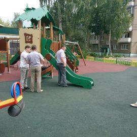 Детская площадка  у СОШ N 20 и МДОУ N 73 на территории пос. им. Тельмана_4